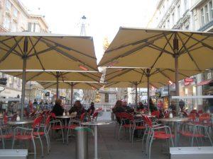 Utemöbler för restaurang och café