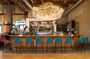 Stort utbud av barstolar till restaurang och barmiljö