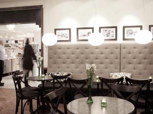 AZ Design restaurantmøbler med snabb leverering